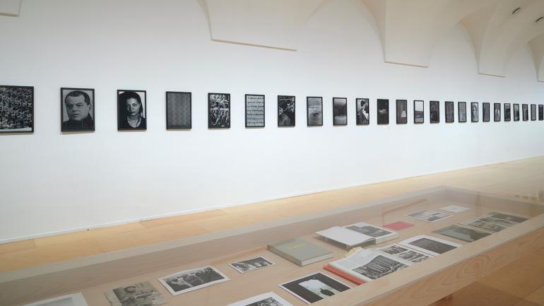 Vista de la exposición Michael Schmidt. Fotografías 1965-2014, 2021