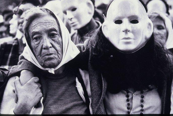 Marcha de las Máscaras. Buenos Aires (30/7/1987). Derechos Humanos // Archivo en uso