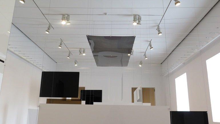 Vista de la instalación An Exhibit en las salas del museo