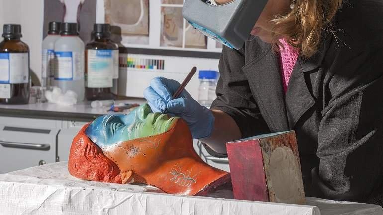 Proceso de restauración de la obra Portrait of Joella (Retrato de Joella) de Salvador Dalí
