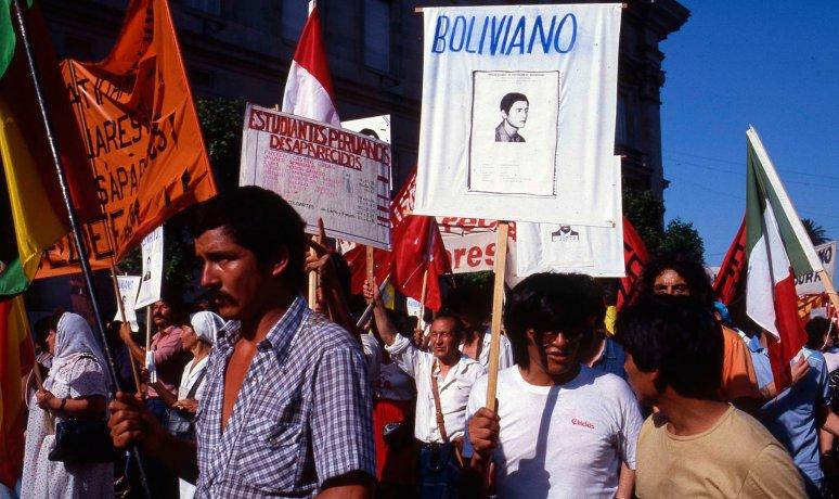 Desaparecidos sudamericanos en la ronda de los jueves. Buenos Aires (ca. 1987). Derechos Humanos // Archivo en uso