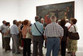 Grupo de adultos acompañado por un voluntario cultural. Museo Reina Sofía, 2007